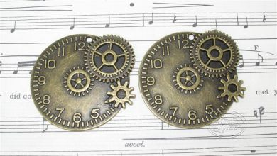 Bronze Charm - Steampunk Clock with Cogs
